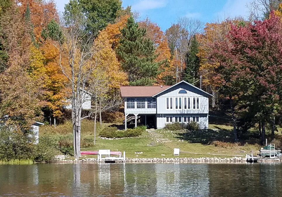 Fall-Photo-Papoose-from-Lake